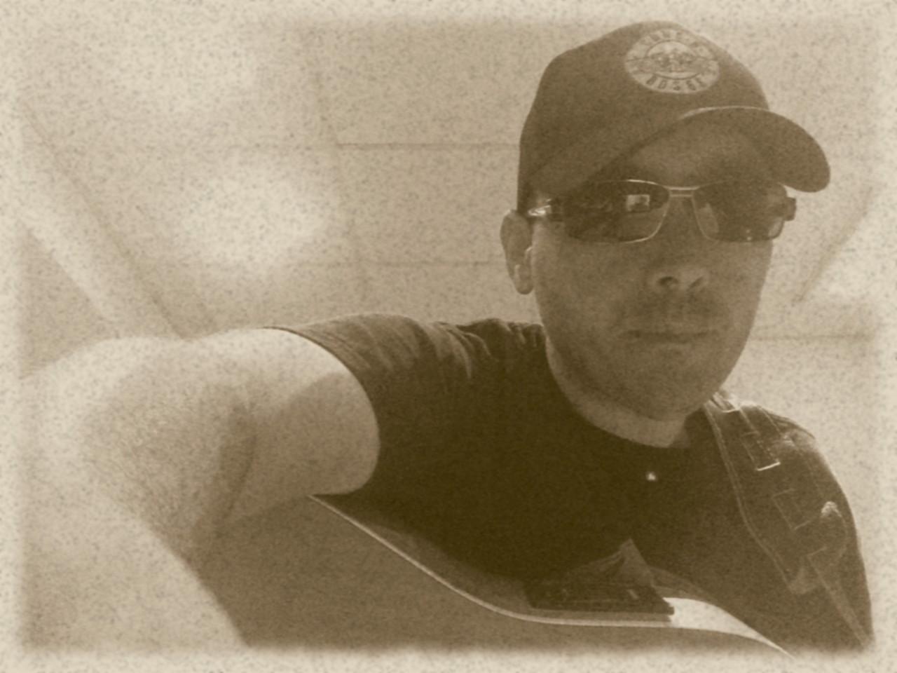 Guido B&W Hat Guitar